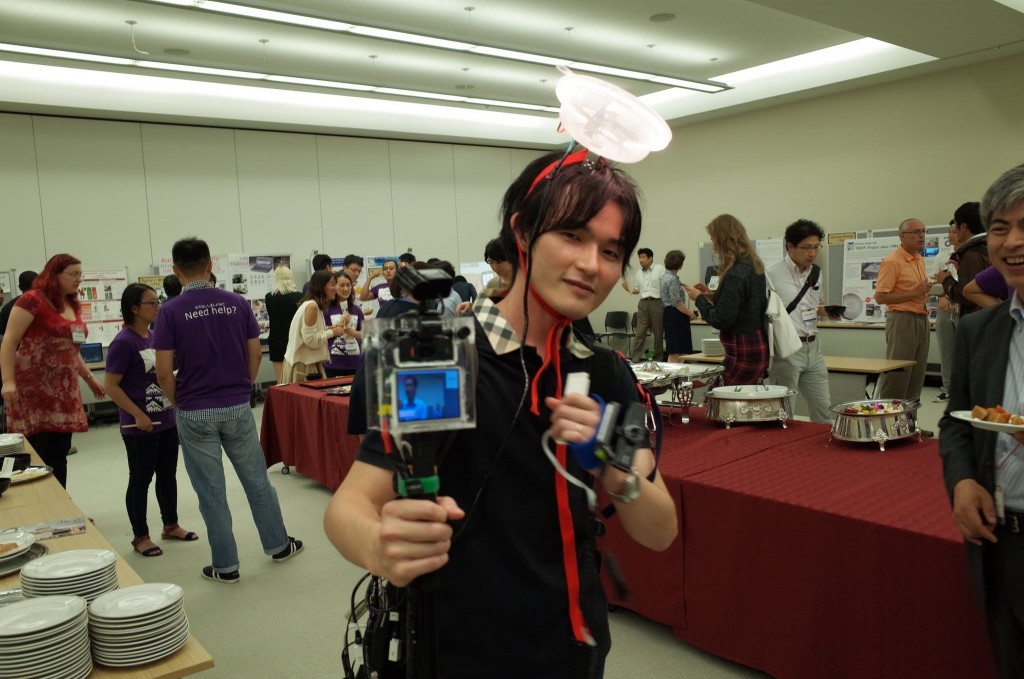 GadgetShow Plusでデモ発表している竹川先生